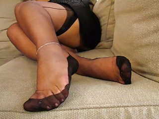 aged fully fashioned nylons feet