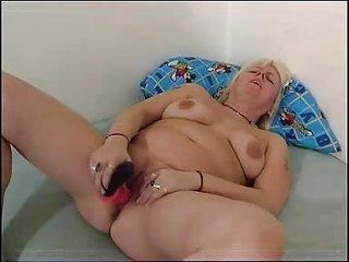 chubby mommy plays with her chubby vagina fm910