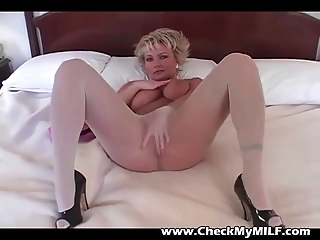 blonde d like to fuck in hose rubbing pussy