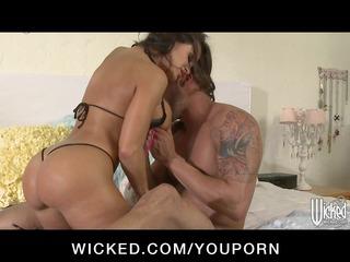hot milf pornstar lisa ann has large ass eaten