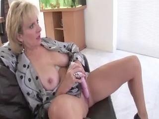 solo older brit hottie lady sonia
