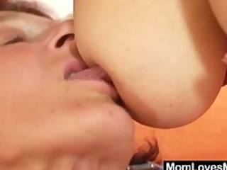 Extremly hairy bushy granny gets lesbian with