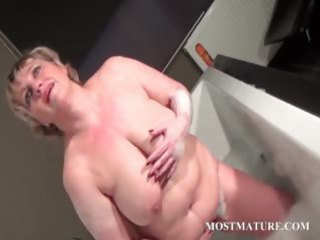 older slut dildoes snatch in bathtub