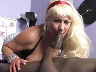 sporty blonde momma with big zeppelins sucks