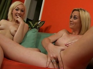 hawt show from hot mom and her blonde daughter
