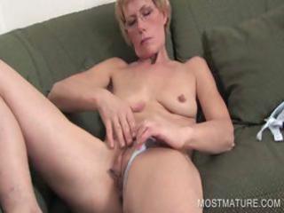 older blondie fingering pussy