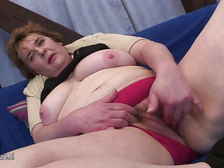 chunky mother getting off on her pussy