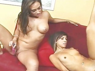 hawt mamma and slender daughter need a knob
