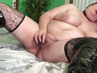 large aged mother squirting and engulfing penis