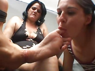 chubby mature has her feet worshipped by legal