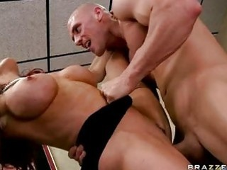 pounder hungry d like to fuck brunette with large