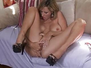 toying d like to fuck jodi west masturbates